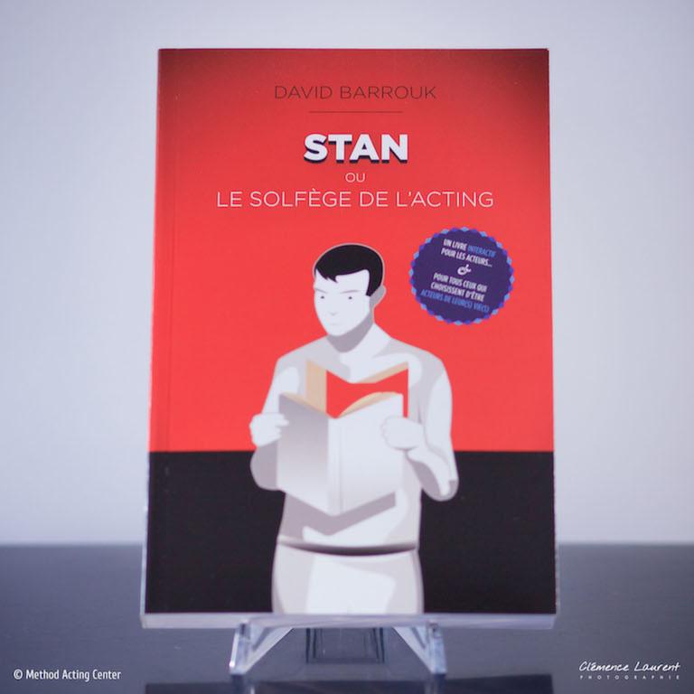 STAN' ou le Solfège de l'Acting <br />Method Acting Éditions<br /><br />Découvrez le manuel de notre formation sur la méthode Actors Studio. Le livre qui reprend, enrichit et rend hommage au travail de Stanislavski. Écrit par David Barrouk, fondateur de Method Acting Center à Paris.<br /><br />Avec Stan', vous découvrez ou re-découvrez à votre rythme la méthode de Stan'islavski et ses fondamentaux, son historique, son principe, ses mécanismes, ses outils mais surtout sa pratique à travers de très nombreux exercices ludiques et directement applicables dans vos performances.<br /><br />416 pages, 16*24cm, 25€ livraison incluse en France métropolitaine, aux Éditions Method Acting.<br /><br />Infos & vente en ligne :<br />http://www.methodacting.fr/stan-le-livre/<br /><br />06 07 41 41 25<br />contact@methodacting.fr
