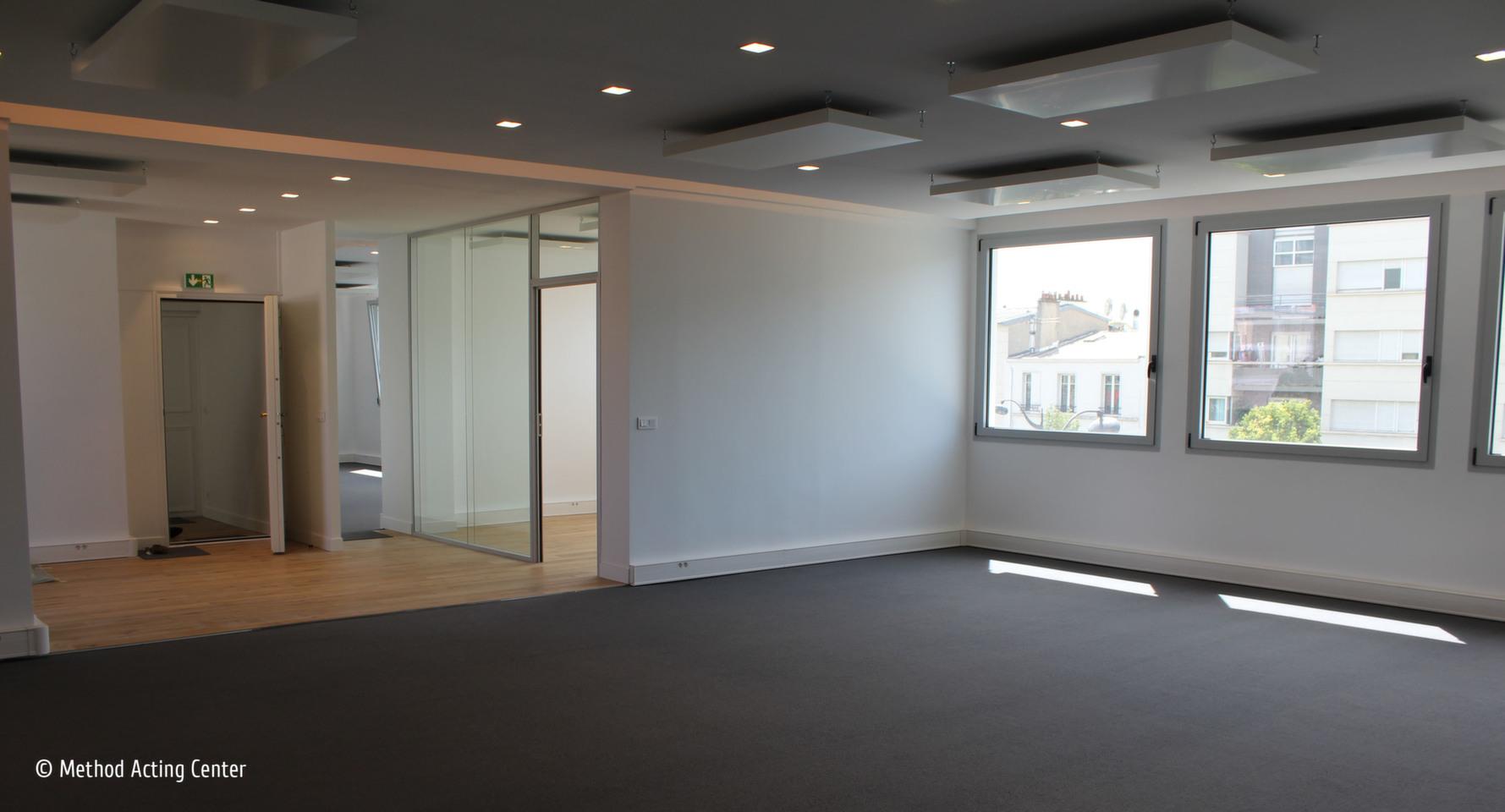 Location Salle Répétition / Casting à PARIS 13e<br /><br />À proximité de la place d'Italie, à louer pour vos répétitions et castings : deux salles lumineuses et spacieuses de 80m2 et 55 m2, murs blancs, double exposition, accessoires de jeu.<br /><br />Locations ponctuelles ou hebdomadaires, à définir selon vos besoins et notre planning.<br /><br />Tarif répétition : 12€ pour la salle Stan 55m2, 15€ pour la salle Sergava 80m2<br />Tarif casting ou tournage : 15€ pour la salle Stan 55m2, 20€ pour la salle Sergava 80m2<br /><br />Métro Tolbiac ligne 7, ou Place d'Italie lignes 5, 6, 7<br /><br />CONTACT<br />https://www.methodacting.fr/<br />contact@methodacting.fr<br />06 07 41 41 25