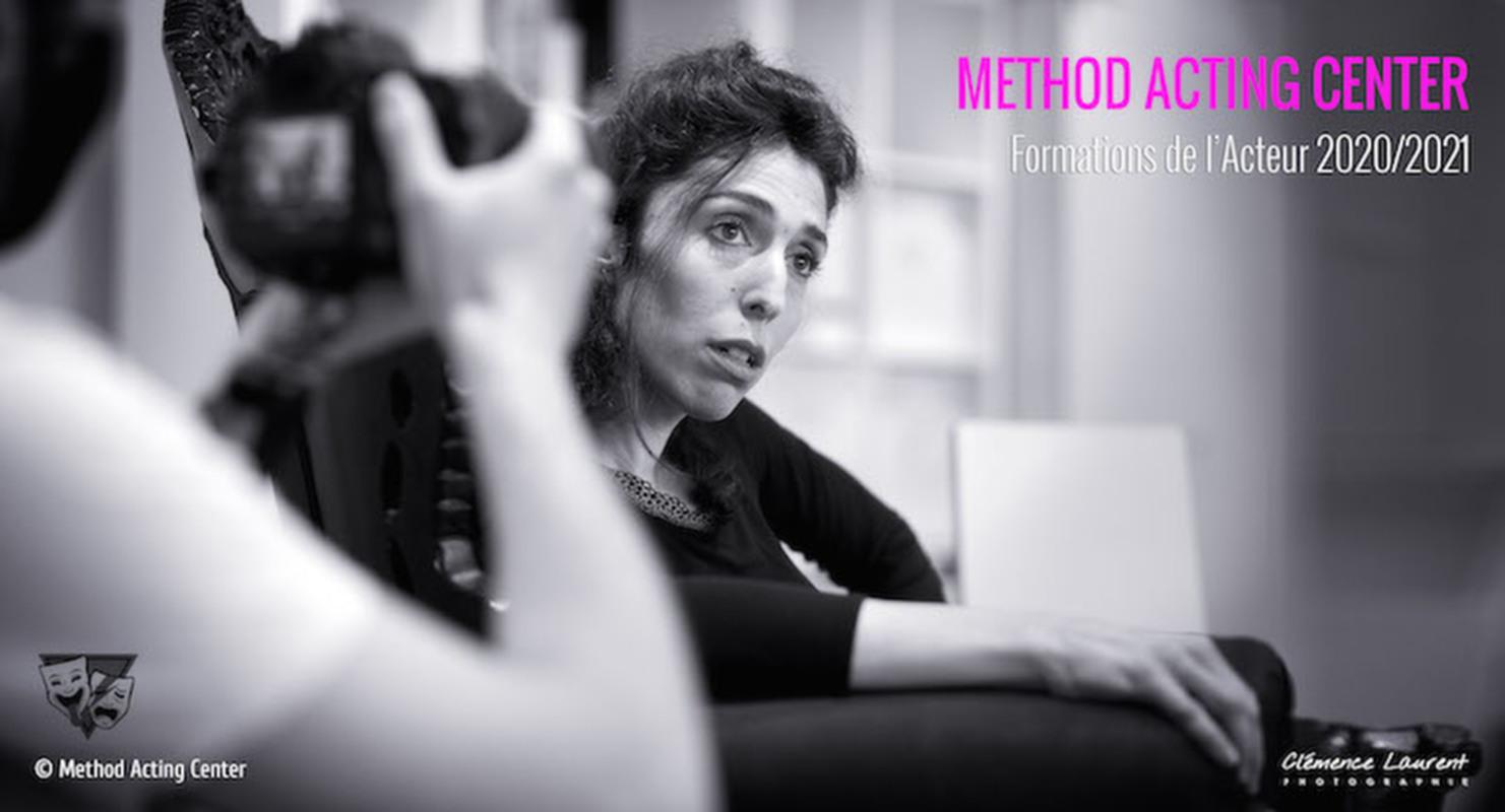 METHOD ACTING CENTER<br />Formations de l'Acteur, Scénariste et Réalisateur à Paris<br /><br />«Tout bon acteur est un acteur de la Méthode»<br />Robert Lewis, créateur du légendaire Actors Studio de New York.<br /><br />Élaborée par Constantin Stanislavski puis popularisée par le légendaire Actors Studio de New-York, «la méthode» a littéralement révolutionné le monde du Théâtre et du Cinéma. Il ne s'agit pas ici de vaguement copier la vie : mais véritablement de créer la vie sur scène !<br /><br />Depuis 2002, Method Acting Center à Paris s'est spécialisé dans le travail de cette méthode de jeu dite «réaliste», formant ainsi des acteurs pour la France mais également à l'international. Incontournable aux États-Unis et souvent méconnue ou mal connue en France, nos formations s'adressent aux Acteurs et Réalisateurs de tous niveaux et horizons.<br /><br />En Acting ou «Actors Studio», la formation se contruit sur 3 années :<br />- 1ère année : Les outils de base de la méthode // Comment déclencher les émotions, le travail du «sous-texte», les actions psychophysiques, etc.<br />- 2ème année : Faire de la méthode sa méthode  // Complexifier les outils de la méthode, comment parvenir à s'approprier le texte, travailler différents registres de jeu, etc.<br />- 3ème année : Excellence, de la composition de personnage au monde professionnel  // Construire un personnage avec la méthode, se confronter au jeu face caméra, comment aborder les castings et le marché professionnel.<br /><br />Sur ces 3 années, l'acteur aura ainsi une formation complète, détaillée et précise de la méthode, conforme au travail original et révolutionnaire de Stanislavski et des autres techniques développées par les grands pères fondateurs de l'Actors Studio. À Method Acting Center, il n'y a pas de sélection sur les outils de la méthode ou sur les grands noms qui ont fait sa renommée, nous explorons tous les outils développés par Stella Adler, Sanford Meisner, Lee Strasberg et aussi… Robert Lewis, car 